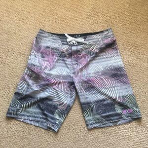 Men's Oakley long Board-shorts  38. Inseam is 10""